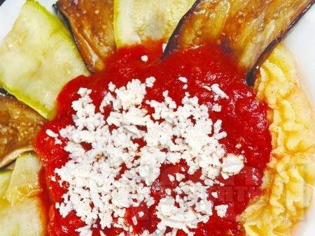Предястие от качамак, тиквички и патладжани с доматен сос - снимка на рецептата